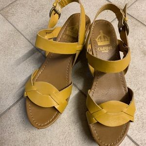 Crown Vintage yellow wedge sandals VGUC 9